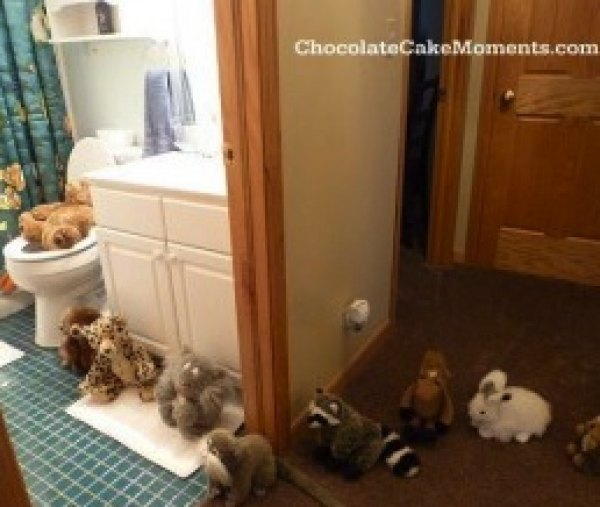 Animals in a Line from Chocolate Cake Moments