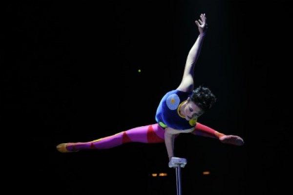 Hand balancer Melanie Chy