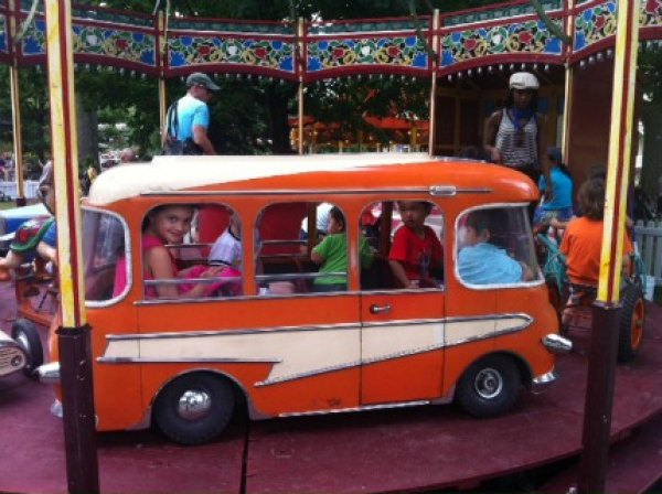 This 1950s-era attraction features a convertible car and a van alongside vintage animals to ride on