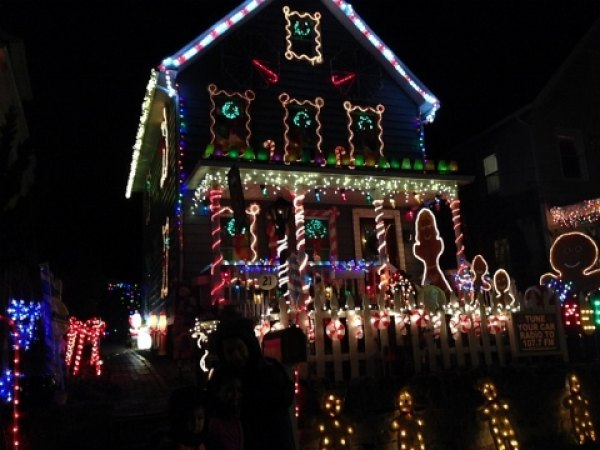 The North Kensico Christmas Light Show in White Plains