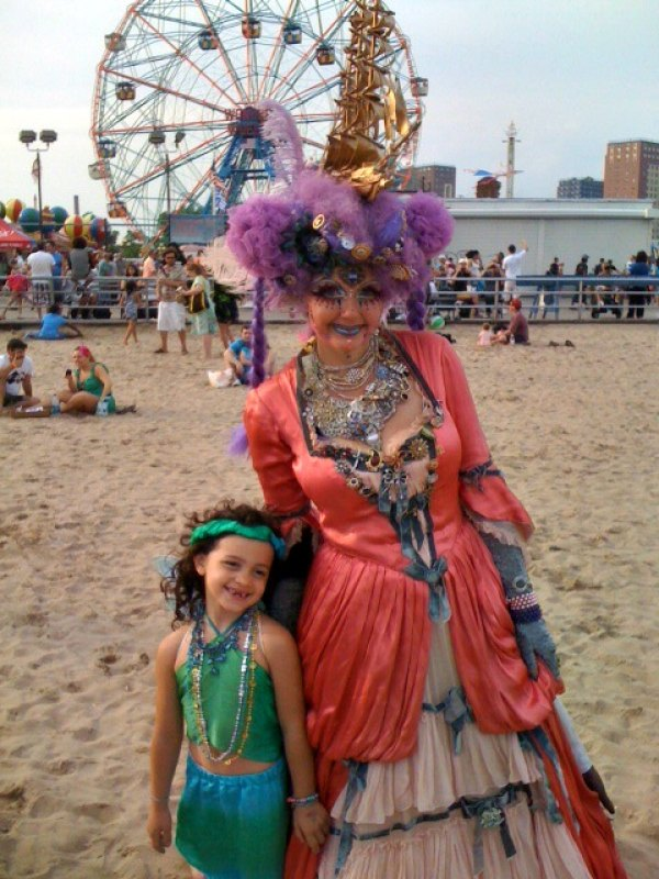 After the Mermaid Parade finishes, hang on the beach or you can try to hit<br /> the rides, but lines are even longer than usual