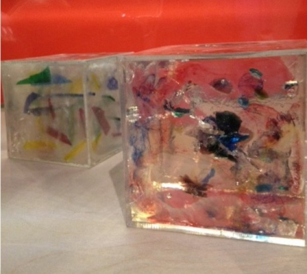 Cubes made from recycled materials and resin