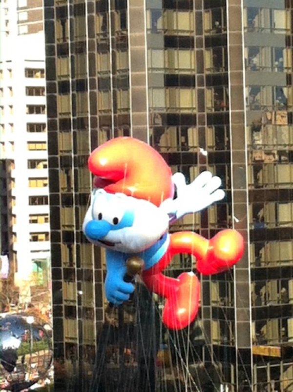 Make it your mission to befriend someone who lives on the Macy's Thanksgiving<br /> Day Parade route