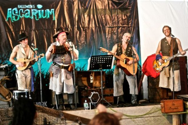 The Brigands play pirate tunes