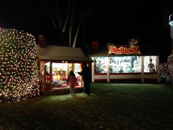 There are also displays on the sides of the Vaneck Drive house...