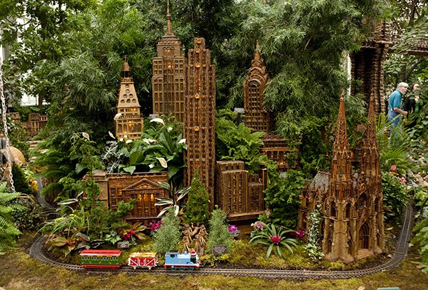 Holiday train shows in nyc for kids botanical garden and - New york botanical garden train show ...